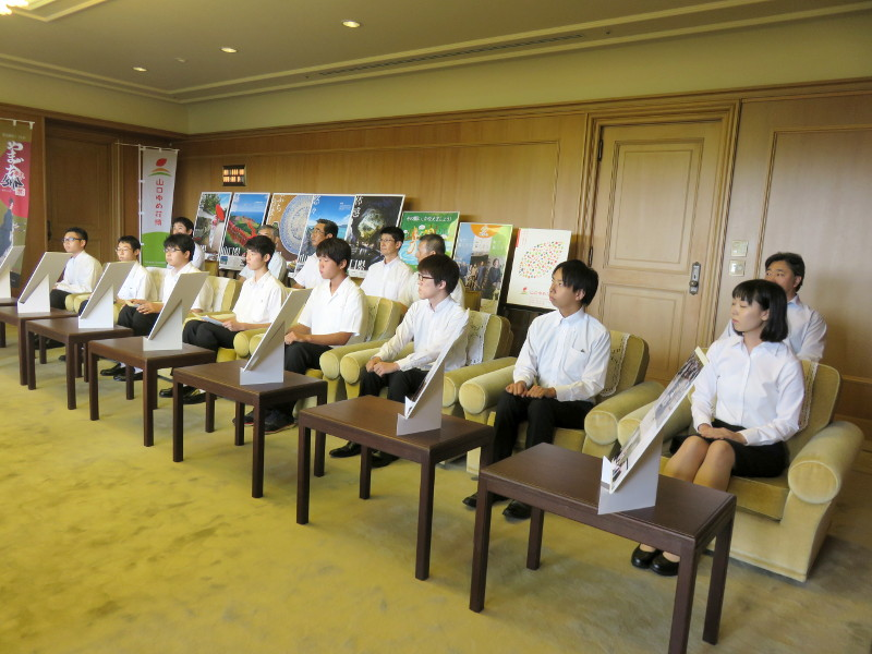 本校の生徒が県庁を訪問